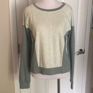 ABERCROMBIE AND FITCH CREWNECK PULLOVER